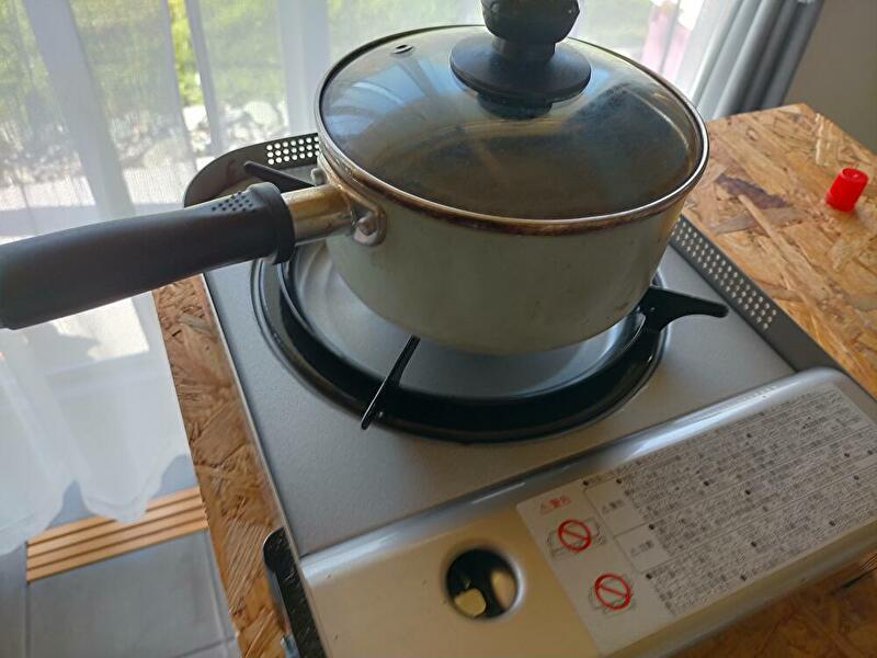 片手鍋とカセットコンロ