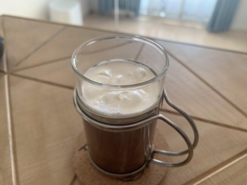 耐熱ガラスカップに入ったウィンナーコーヒー