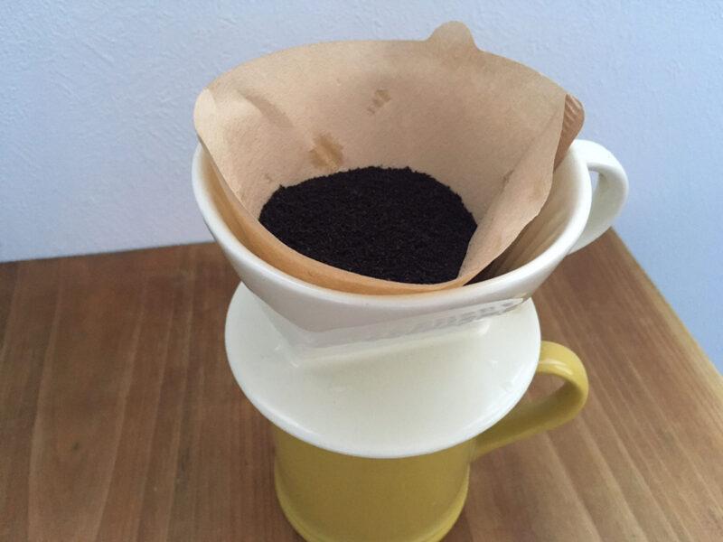 コーヒー粉の入ったドリッパー