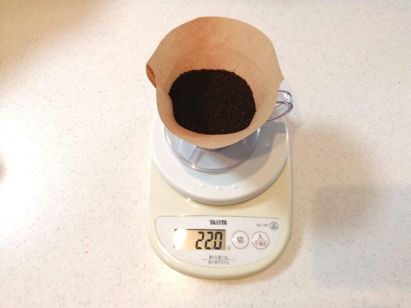コーヒー粉の入ったフィルター