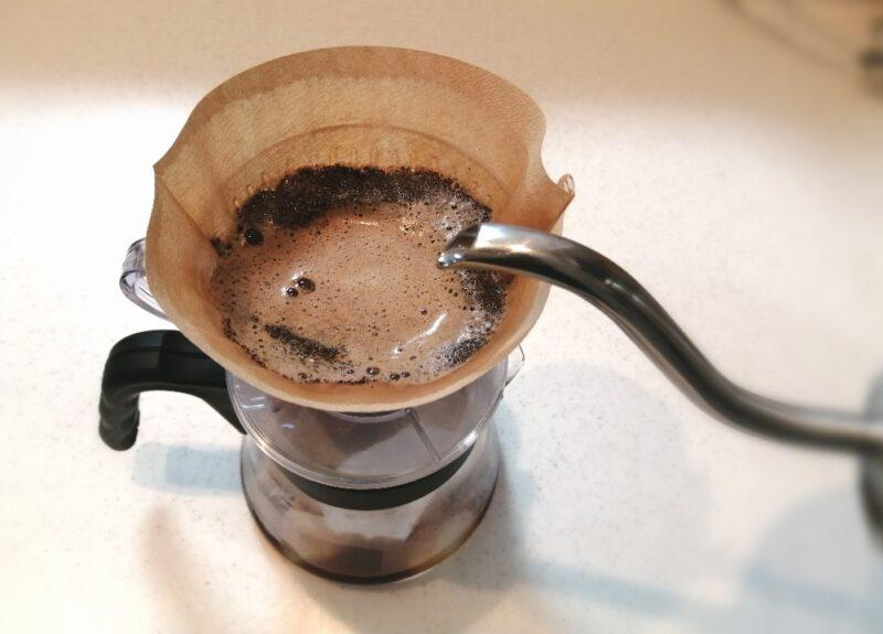 お湯の浸ったコーヒー粉