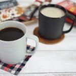 カフェインレスのブラックコーヒーとカフェオレ