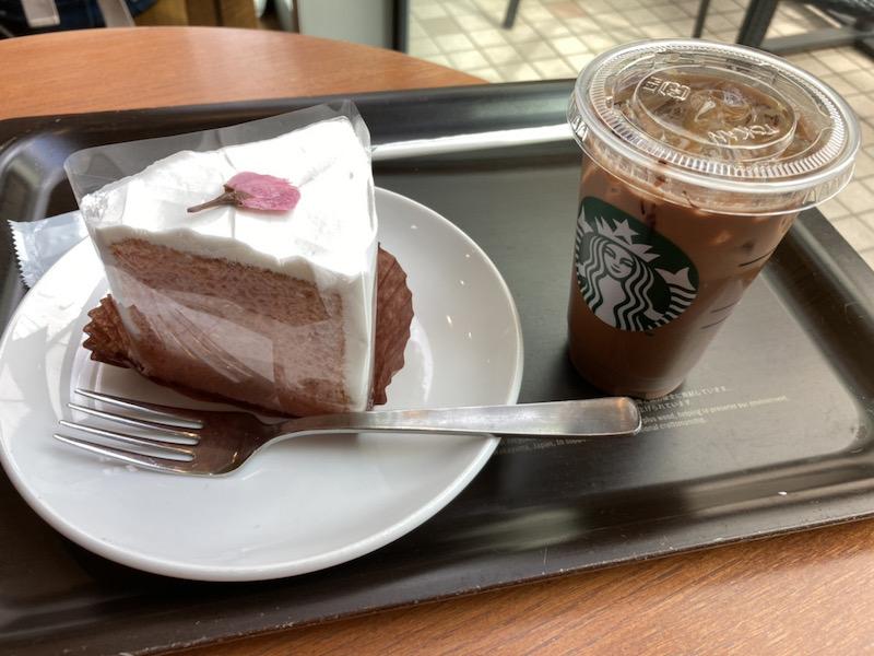 スタバのカフェモカとケーキ